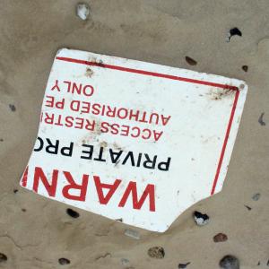 Hartplastikstück mittel